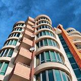 Красивые полукруглые остекленные балконы