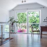 Остекленный окнами ПВХ загородный дом