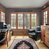 Деревянные окна в комнате