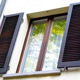 Ставни на деревянных окнах