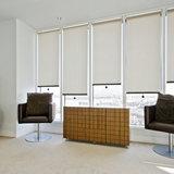Дизайн офисного остекления с ролл-шторами
