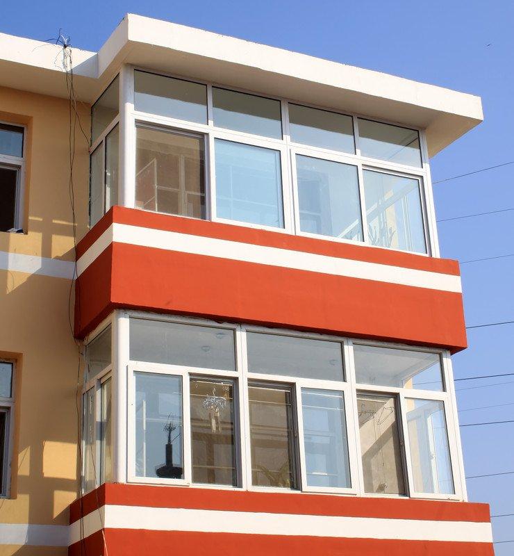 Сколько стоит остекление балкона в хрущёвке (в типовой пятиэ.
