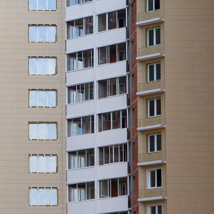 Раздвижное остекление лоджии или балкона пластиковыми и алюм.