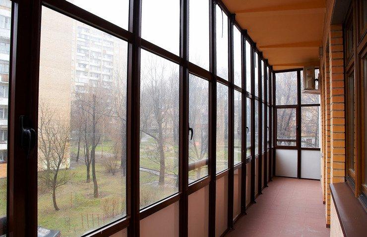 Пластиковое и алюминиевое остекление балконов и лоджий.