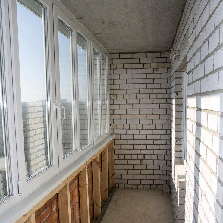 Стоимость остекления балкона в доме 83 серии.